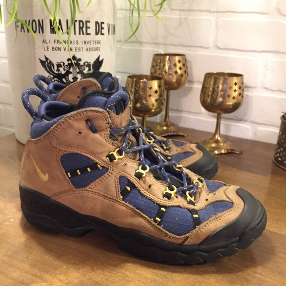 best service dc70a dfd8e Vintage Nike Air ACG Trail Hiking Boots Womens 9.5.  M5aab71058df47052b3954ec7